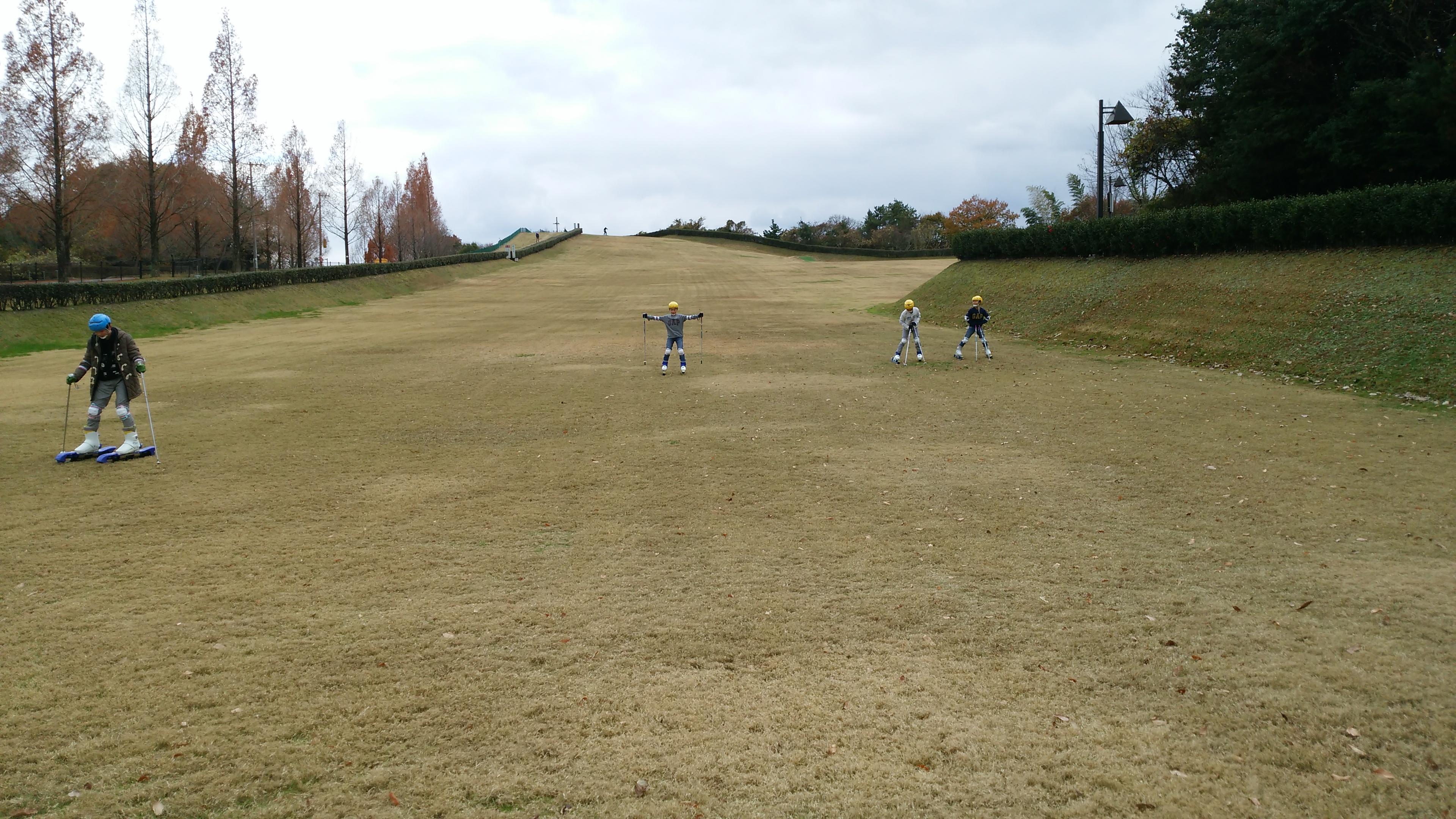さぬき空港公園のグラススキー場で楽しく遊ぶ 高松市