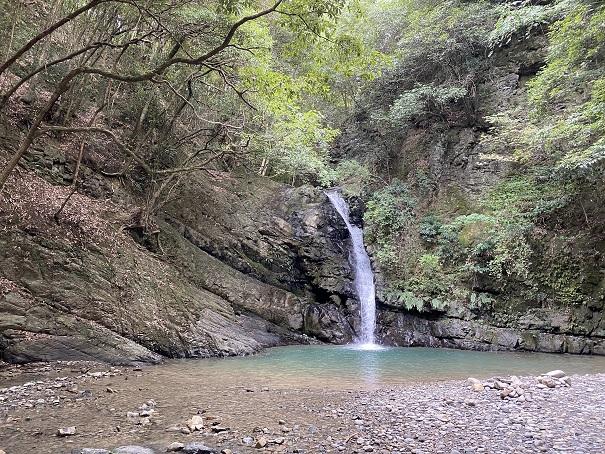 鮎帰りの滝と風景
