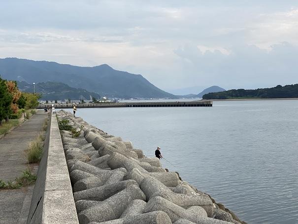 仁尾港東側の防波堤
