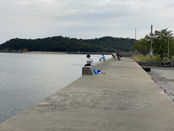 仁尾港南側の防波堤