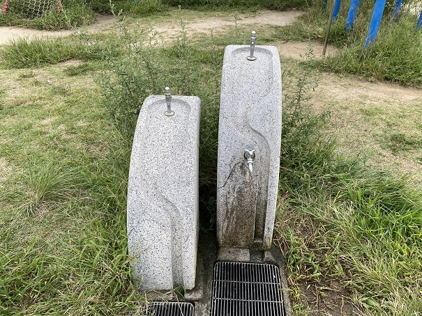 新仁尾港の水道
