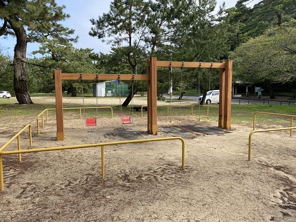 琴弾公園の遊具ブランコ