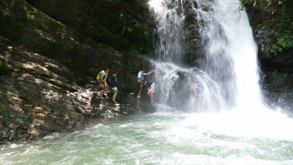 鮎返りの滝遊び