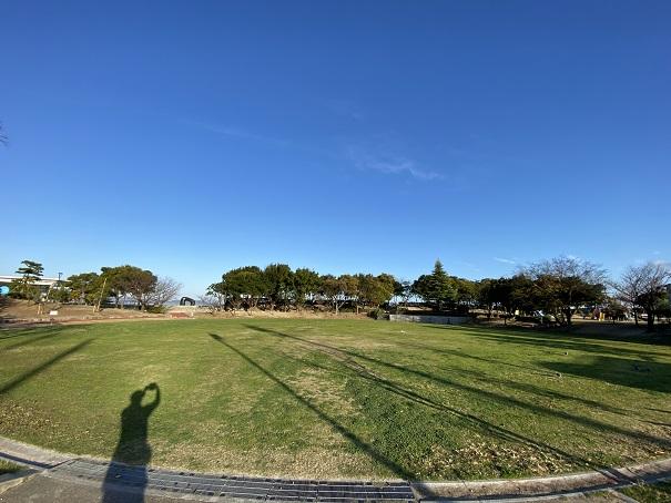 うたづ臨海公園の芝生広場