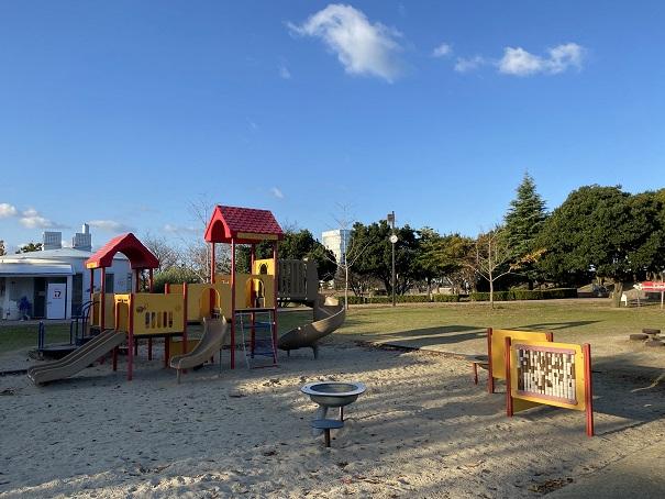 うたづ臨海公園と砂場