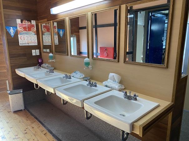 中野うどん学校琴平校洗面で手洗い