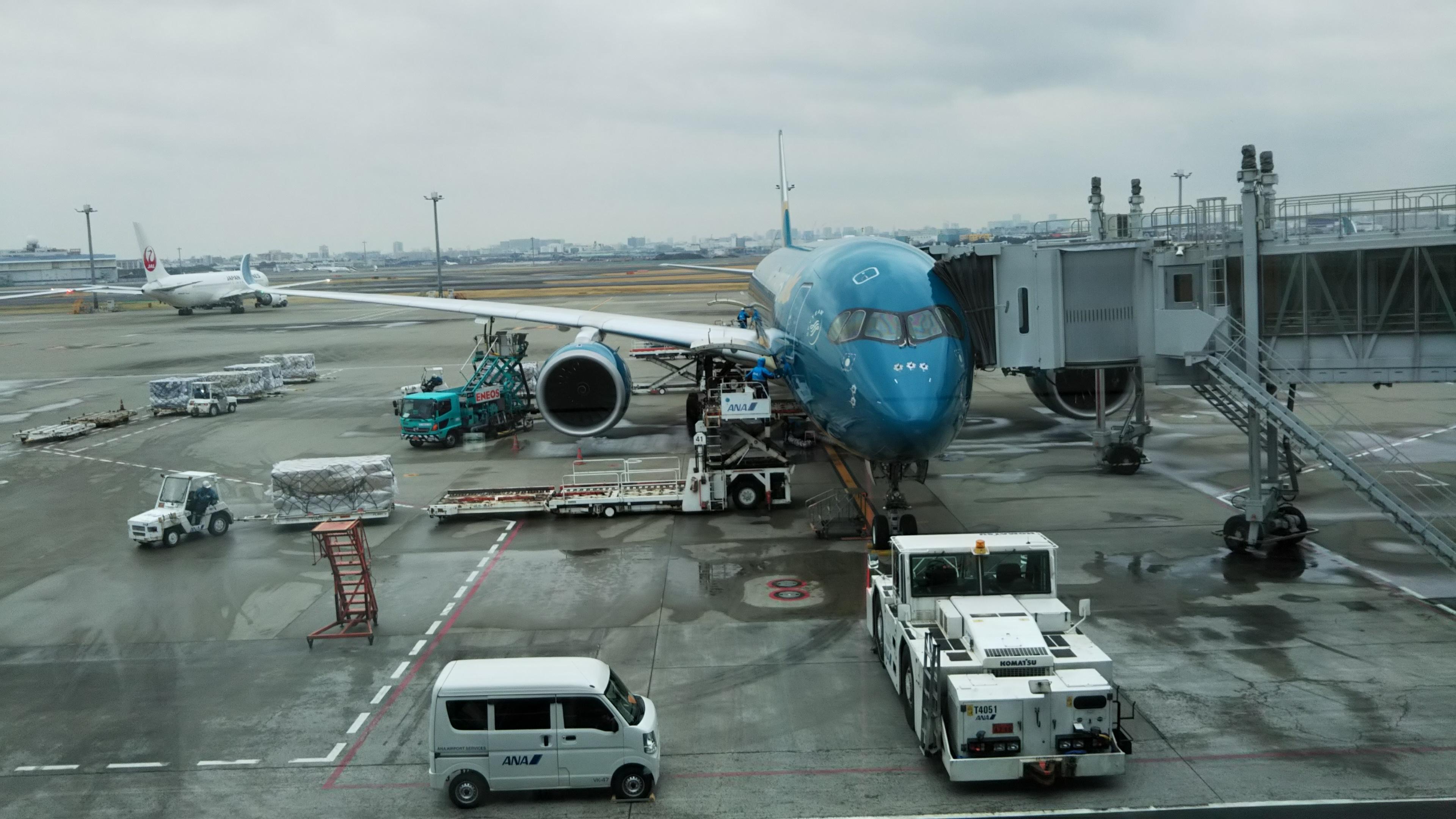 ベトナム航空を利用して羽田国際空港からハノイへフライト