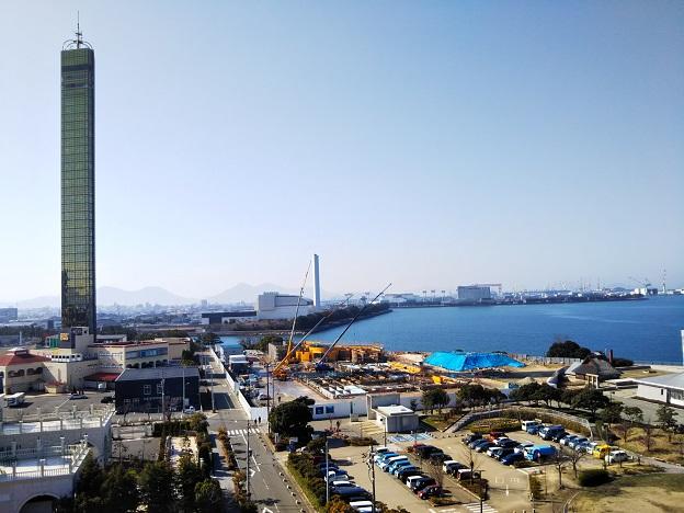 ゴールドタワーのお隣の四国水族館