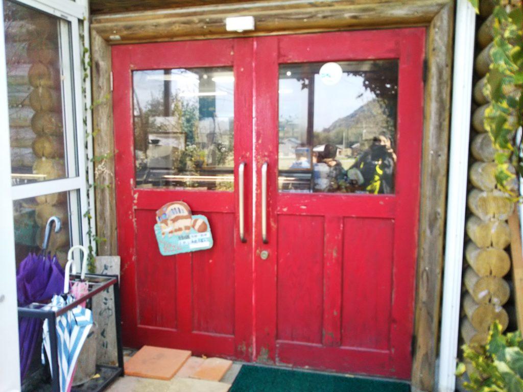 大山牧場赤い扉