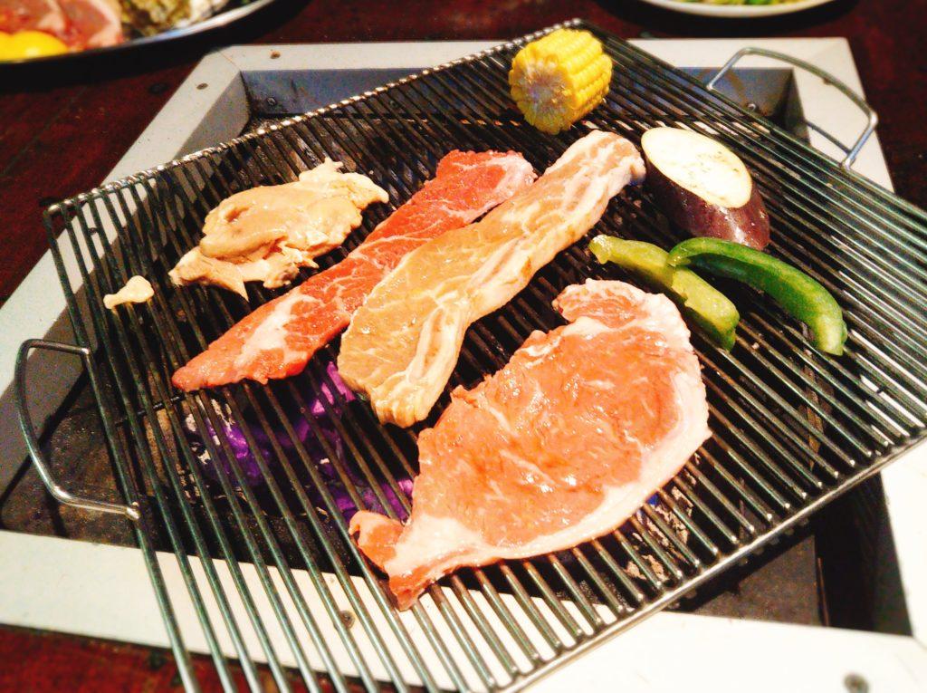 焼いている肉