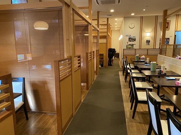 讃州製麺座席