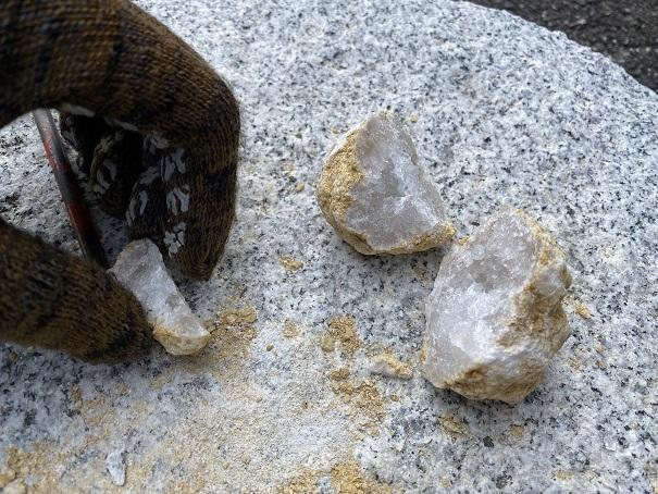 水晶採取小さく割れた水晶
