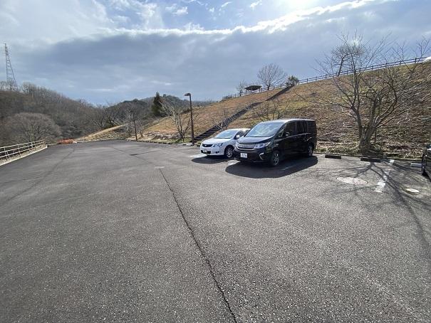 雨滝自然科学館駐車場