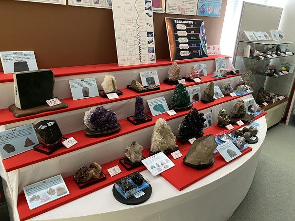 鉱物宝石の世界