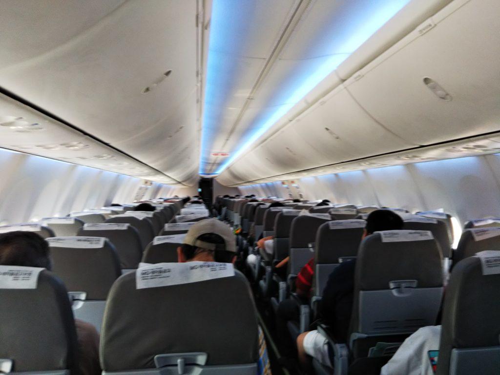 ティーウェイ航空飛行機の中