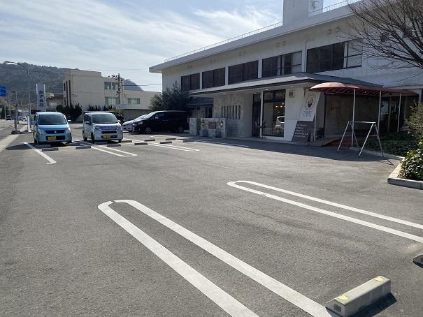 KAKIGORI CAFE ひむろ店の前駐車場