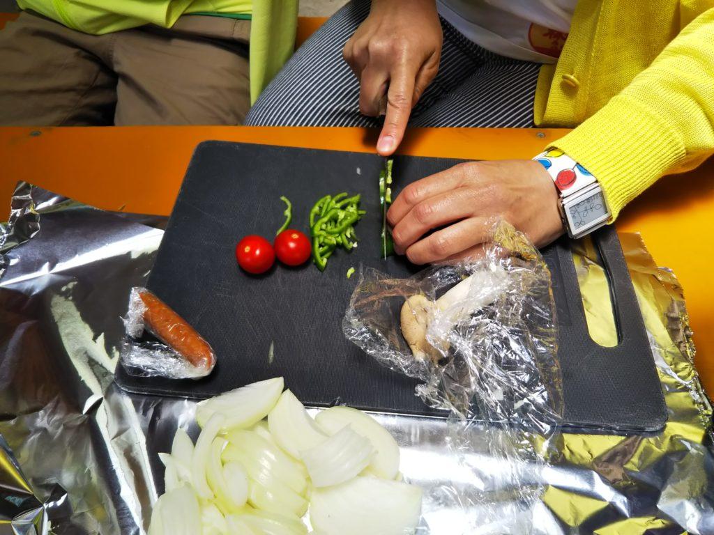 野菜を切る2