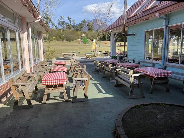 森の国のレストランオープンテラス
