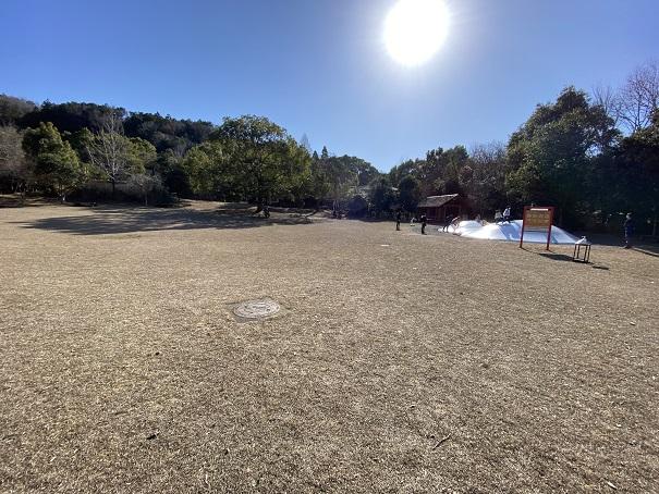 ピクニック広場と遊具