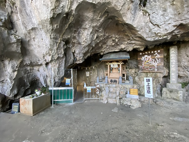 龍河洞入口神社