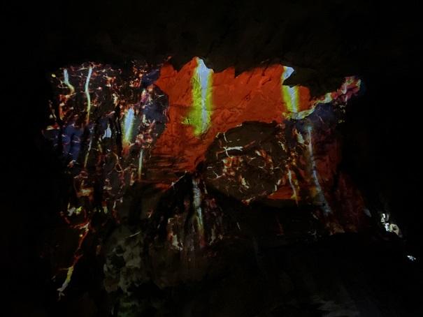 映像龍河洞