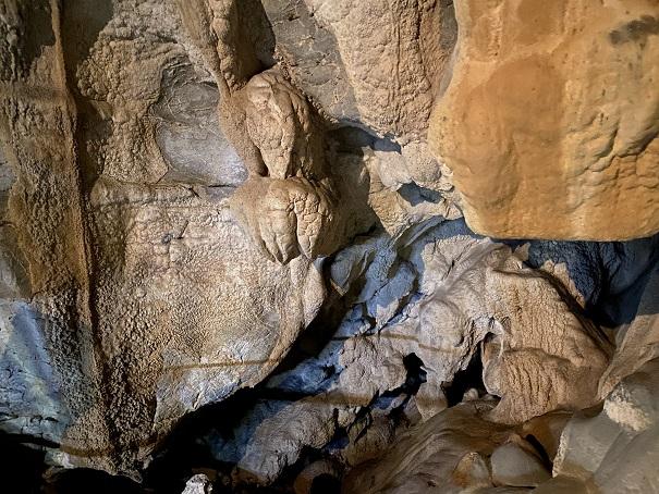 穴居第二室龍河洞
