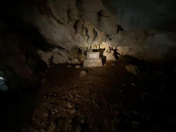 穴居第一室龍河洞