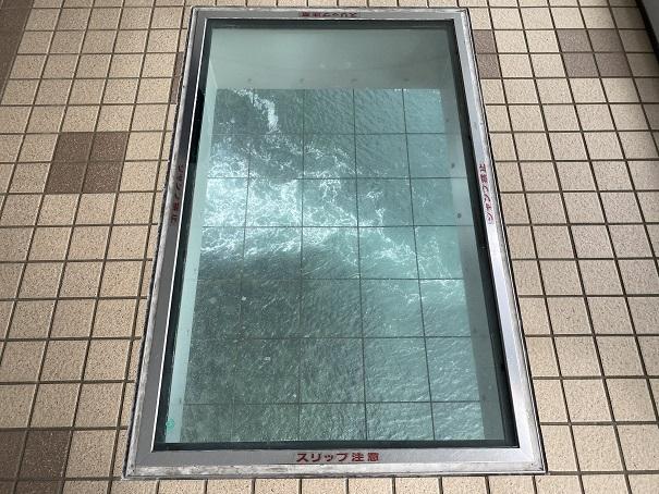 渦の道 大鳴門橋遊歩道ガラスの下の潮流