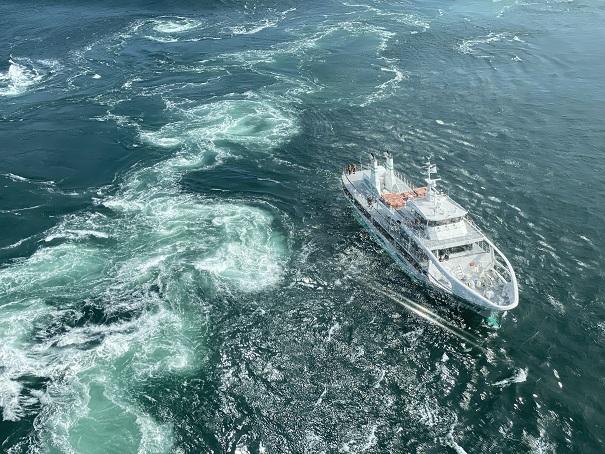 鳴門海峡の激しい潮流