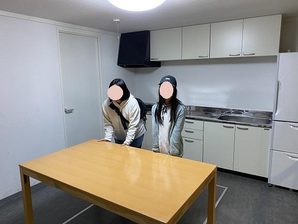 地震体験の部屋と家具