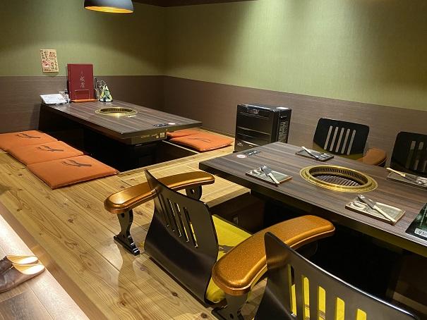 焼肉専門店 成屋掘りごたつの座席
