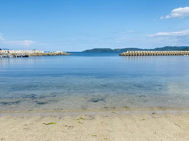 高尻海水浴場白い砂浜と青い海