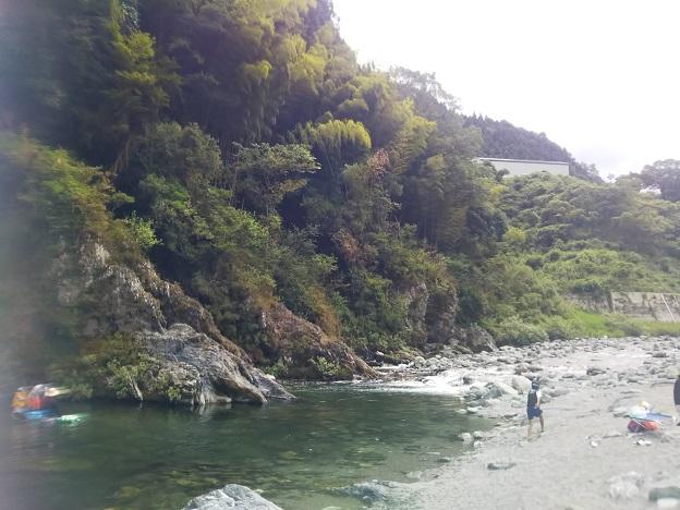 祖谷川で川遊び