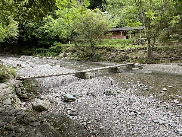 馬立川で川遊び