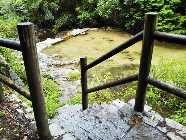 塩江不動の滝 川への階段