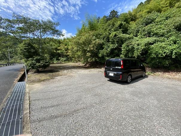 柏原渓谷キャンプ村tatutaの森駐車場