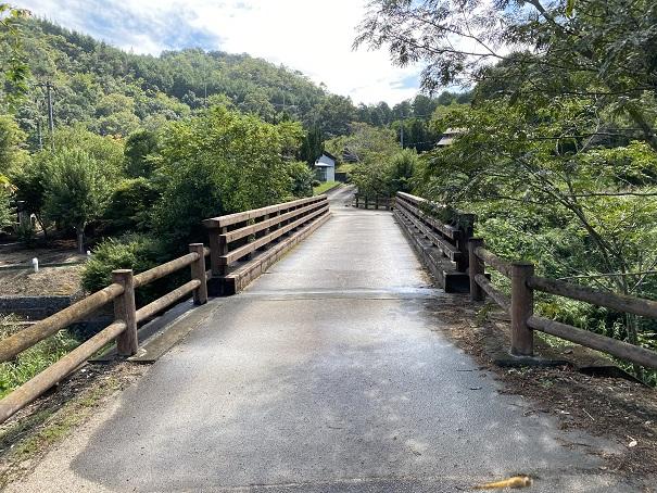 キャンプ村 tatutaの森へかかる橋