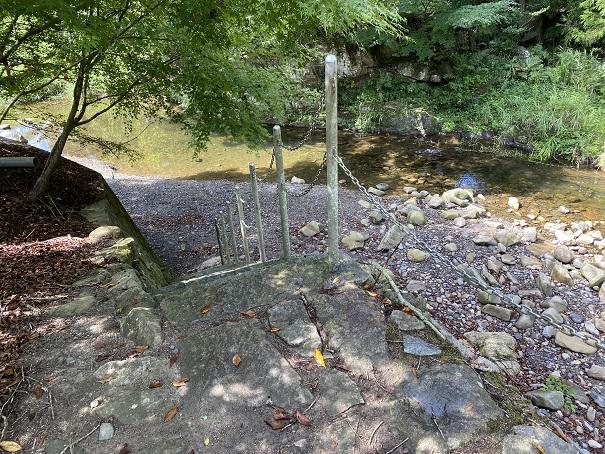 キャンプ村tatutaの森川への階段