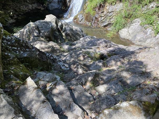 不動の滝へ降りるルート