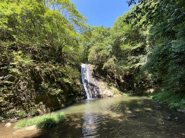 虹の滝雄滝(かもじか滝)