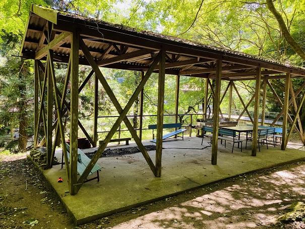 虹の滝キャンプ場休憩所