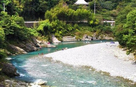 二又の瀬 清流穴吹川で川遊び