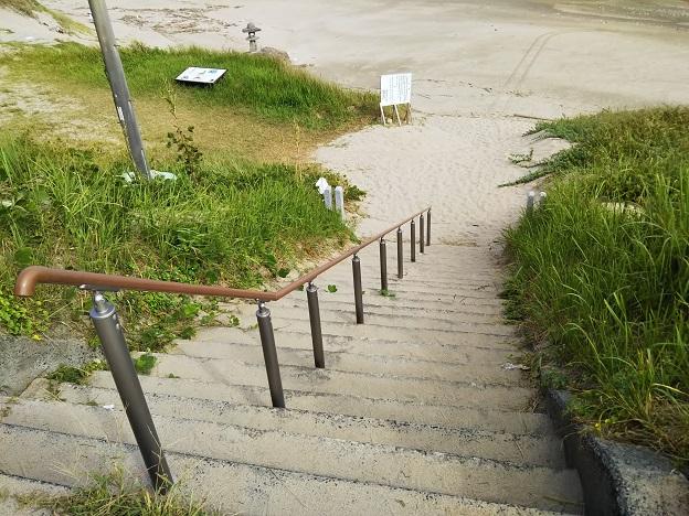 白兎海水浴場 階段へ降りる階段