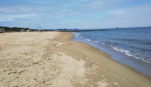 鳥取県の砂浜・水・夕日がきれいな賀露みなと海水浴場
