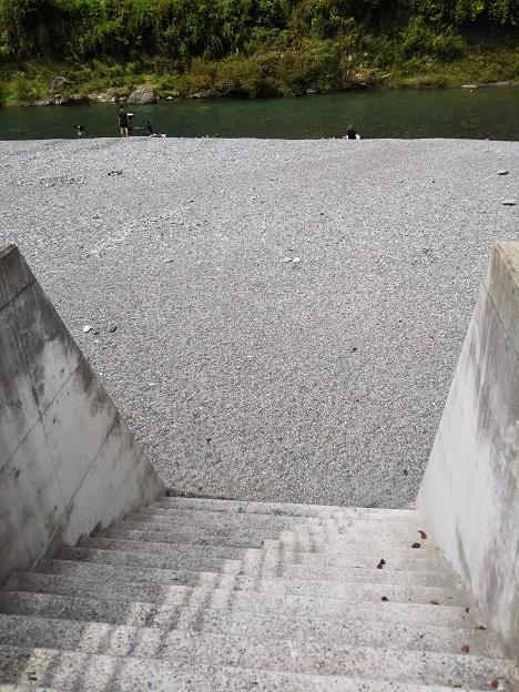 穴吹川天神の瀬河原へ降りる階段