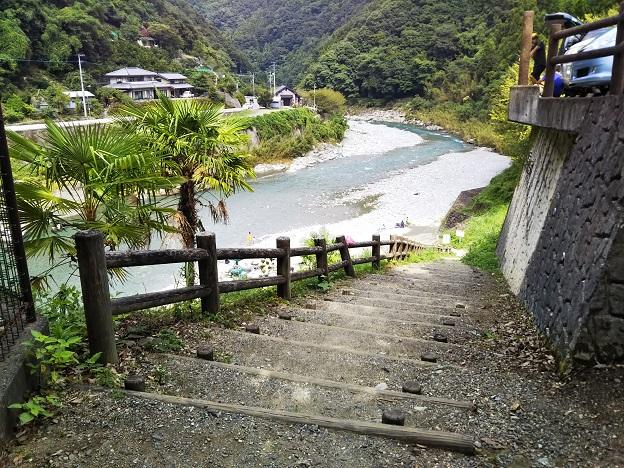 穴吹川二又の瀬 河原へ降りる階段