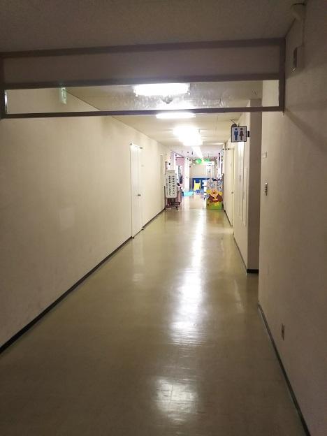 児童館への廊下