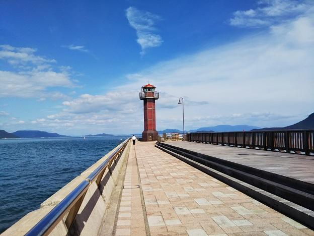 サンポート高松赤灯台