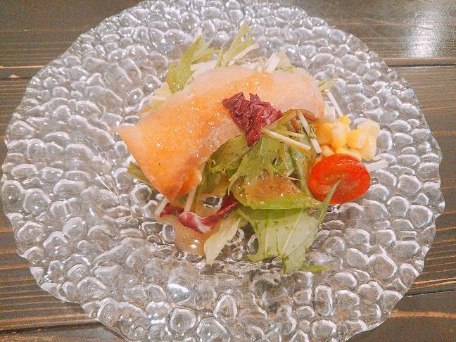 HachiBako スモークサーモンのサラダ