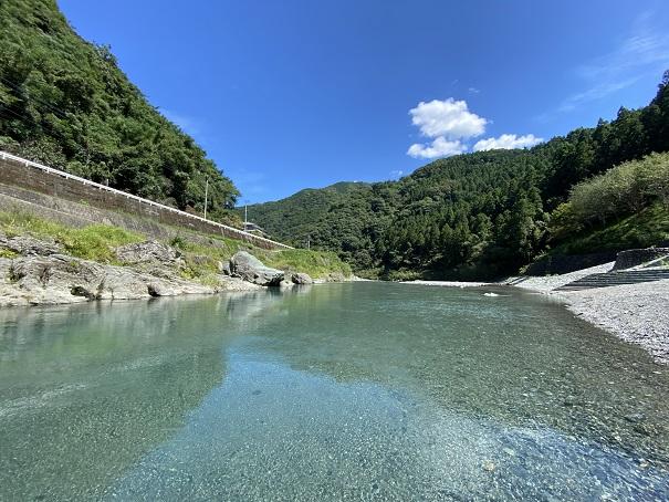 穴吹川二又の瀬の清流